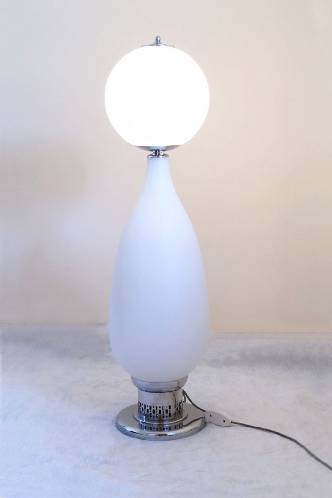 Stilnovo rare floor lamp of the earliest 60s in opaline for Lampada da ufficio anni 60