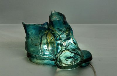 Shoes-shaped 60's table lamp in resin