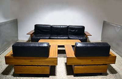 70's Living room set in black leather and solid wood with coffee table