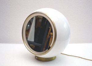 Lampada-apecchio-modernariato-mirror-lamp-plexiglass-1970s-design-italian-table-lamp