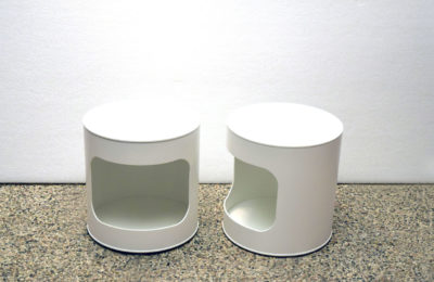 Pair of space age bedside tables in white lacquered plastic and wood
