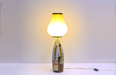 Mid-century table lamp in ceramic with skyline decoration